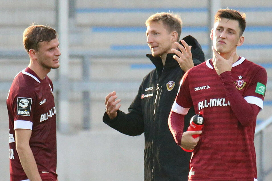 Reichlich Gesprächsbedarf nach Dynamos 1:2 in Saarbrücken: Marco Hartmann (M.) diskutiert mit Christoph Daferner, auch Jonathan Meier (r.) ist enttäuscht.