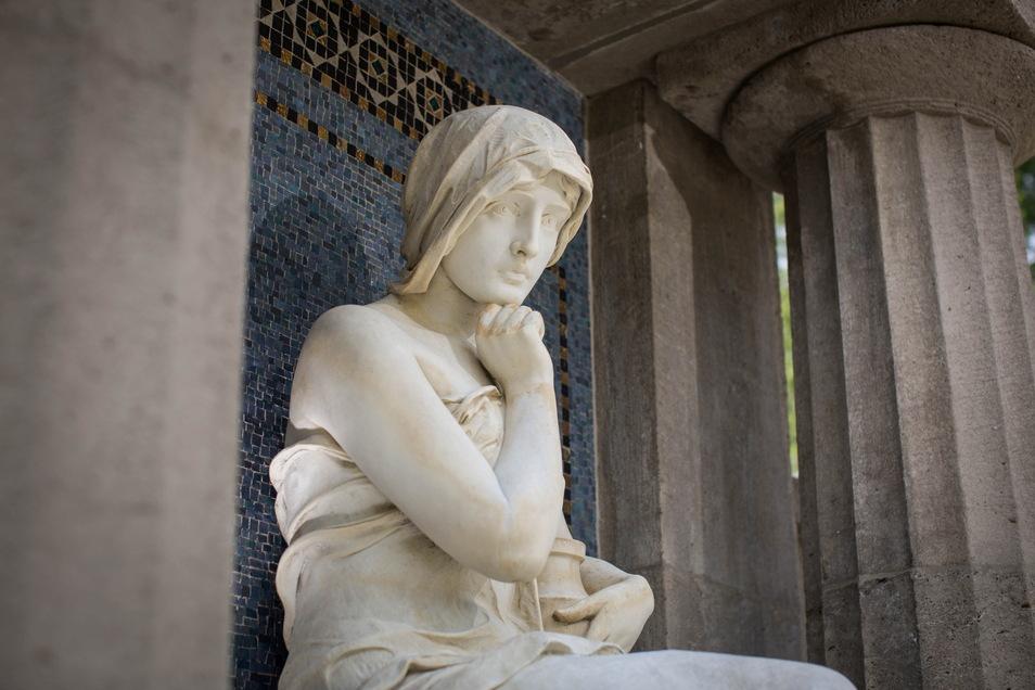 Auch dem Grab der Familie Eschebach auf dem Johannisfriedhof hat Dana Krauses Restauratorengesellschaft Christoph Hein zu alter Schönheit und Dauerhaftigkeit verholfen.