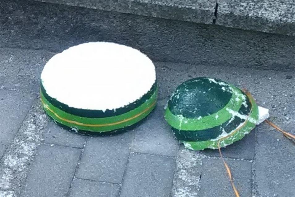 Die Eier wurden teilweise auf den Boden geworfen. Von ihnen blieben nur noch Einzelteile übrig.
