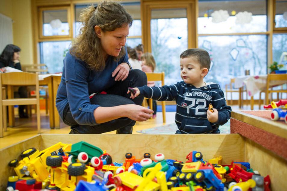 So wünschen sich Eltern den Kindergartenalltag: eine liebevolle, entspannte Atmosphäre, in der die Erzieherinnen und Erzieher Zeit für die Kinder haben.