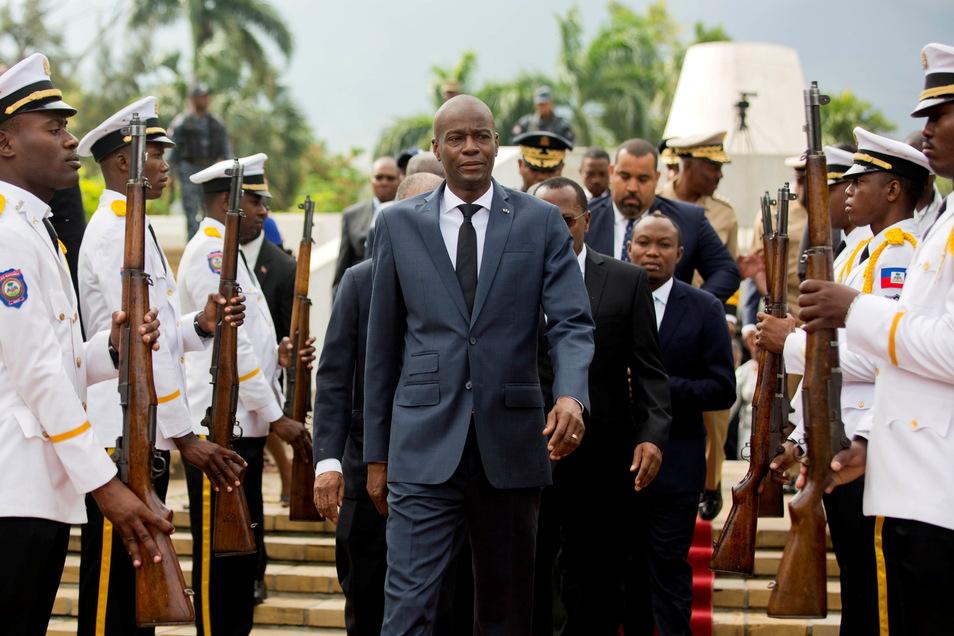 Jovenel Moise (M), Präsident von Haiti, ist in seiner Residenz überfallen und tödlich verletzt worden.