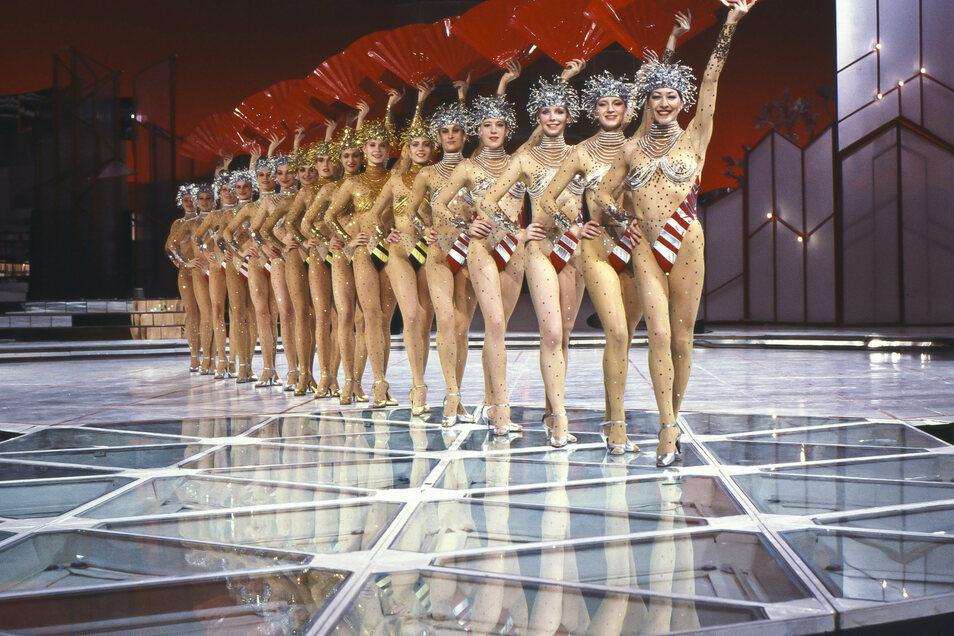 """Das Ballett des Fernsehens der DDR in """"Ein Kessel Buntes"""", aufgenommen 1989."""