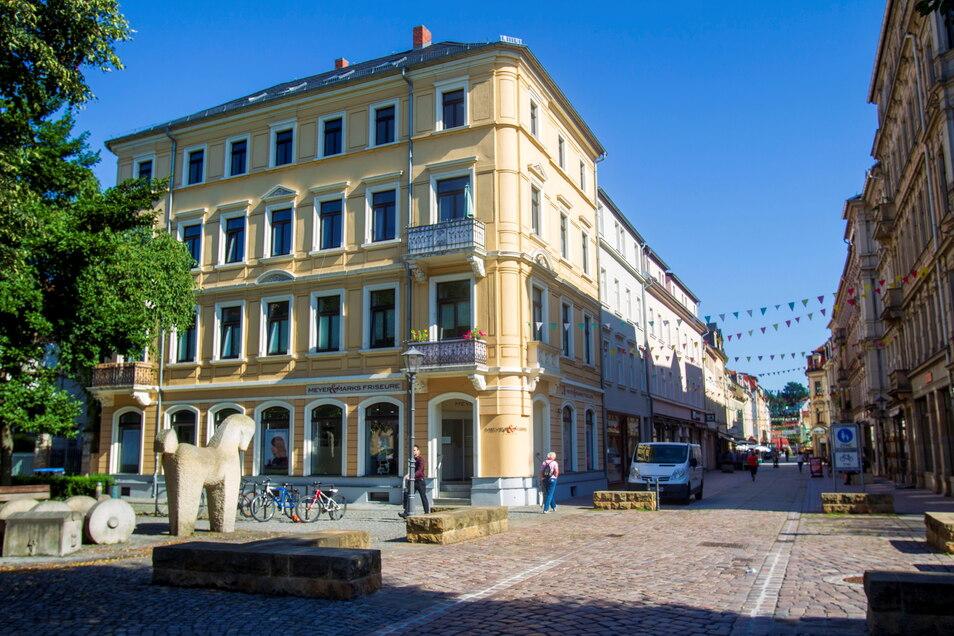 Dieses Haus auf dem Dohnaischen Platz in Pirna sollte eigentlich am Dienstag versteigert werden. Doch keiner biss an.