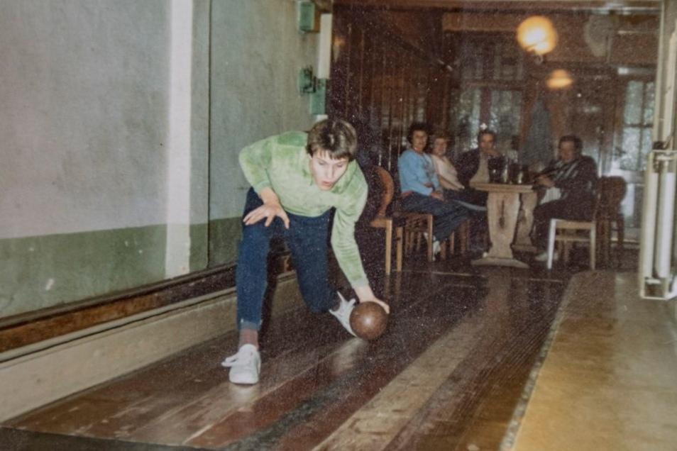 Ältere Kamenzer bringen Uwe Wendt immer wieder ein paar historische Fotos von der ehemaligen Kegelbahn vorbei.