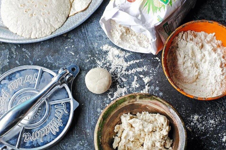 Tortillas werden klassischerweise aus Maismehl hergestellt. Foto: Peter Cassidy/Hölker Verlag
