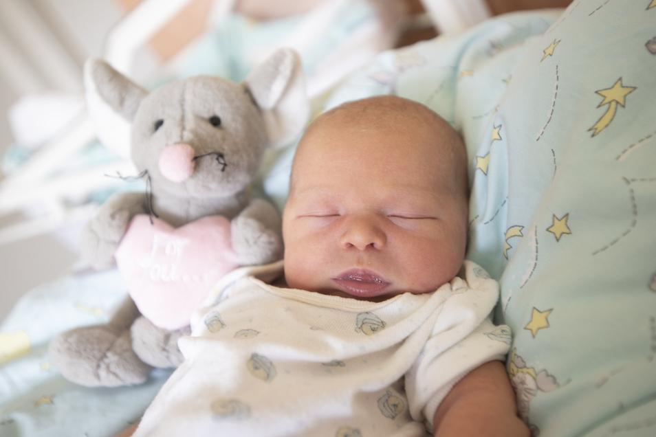 Nami Emilia,geboren am 25. August, Geburtsort: Kamenz, Gewicht: 3.540 Gramm, Größe: 50 Zentimeter, Eltern: Santana Riedel und Ronny Riedel- Kromrey, Wohnort. Pulsnitz