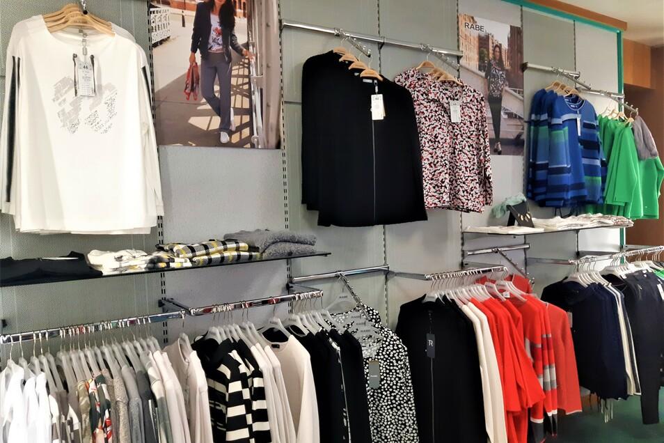 Im Modehaus Pochert gibt es ein breites Größenspektrum. Inhaberin Ines Kutzsche hat für Damen die Größen 36 bis 52 und für Herren die Größen 48 bis 58 vorrätig.