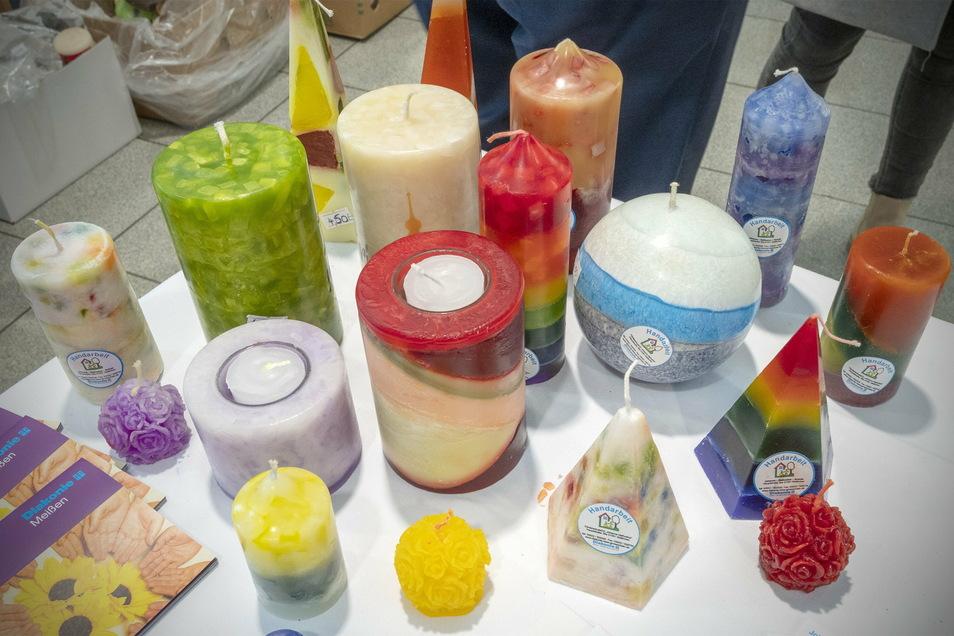Eingeschmolzen und neu gezogen: die Produkte aus der Kerzenzieherei Skäßchen.