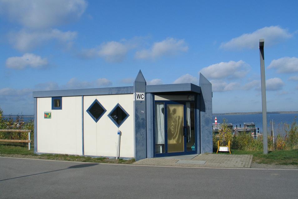 Der Toilettencontainer am Klittener Ufer des Bärwalder Sees könnte schon bald der Stadt Bautzen gehören - aber sie will ihn nicht.
