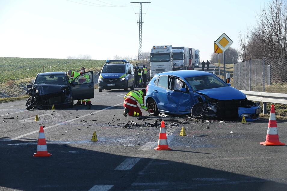 Zwei schwer verletzte Fahrerinnen und Totalschaden an beiden Autos waren das Ergebnis dieses Unfalls Anfang März in Käbschütztal.