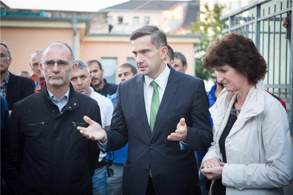 Zur abendlichen Gedenkminute vor der Moschee kamen auch die SPD-Minister  Martin Duhlig und Eva-Maria Stange.