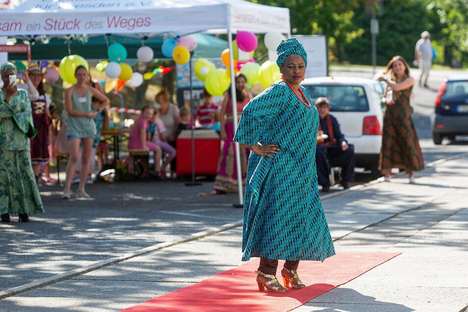 Die Nigerianerin Bilquis trug ein in Dresden von einer Afrikanerin genähtes kenianisches Kleid.