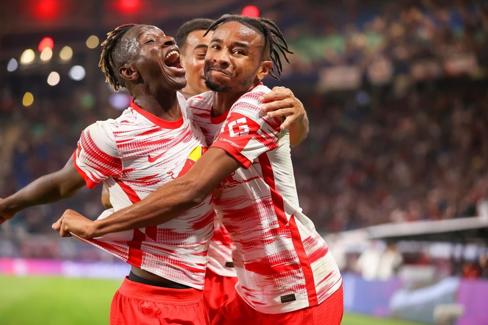 Leipzigs Amadou Haidara (l.), Tyler Adams und Doppel-Torschütze Christopher Nkunku (r.) jubeln nach dem Treffer zum 3:0.