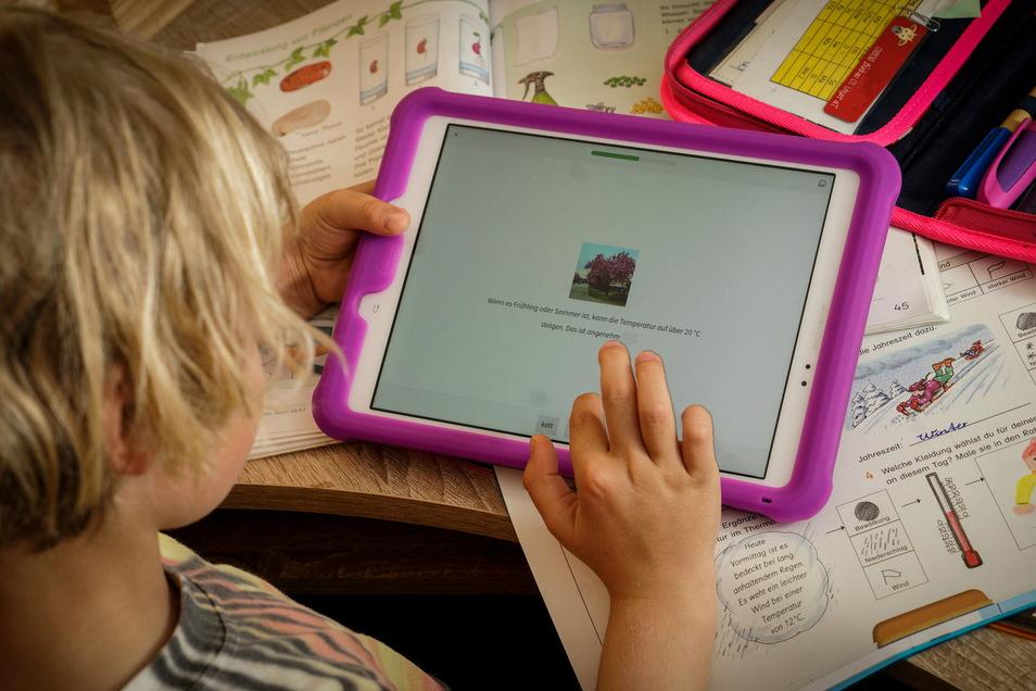 Muss der Präsenzunterricht eingeschränkt werden, erhalten einige Leppersdorfer Grundschüler künftig ein Computer-Tablet.