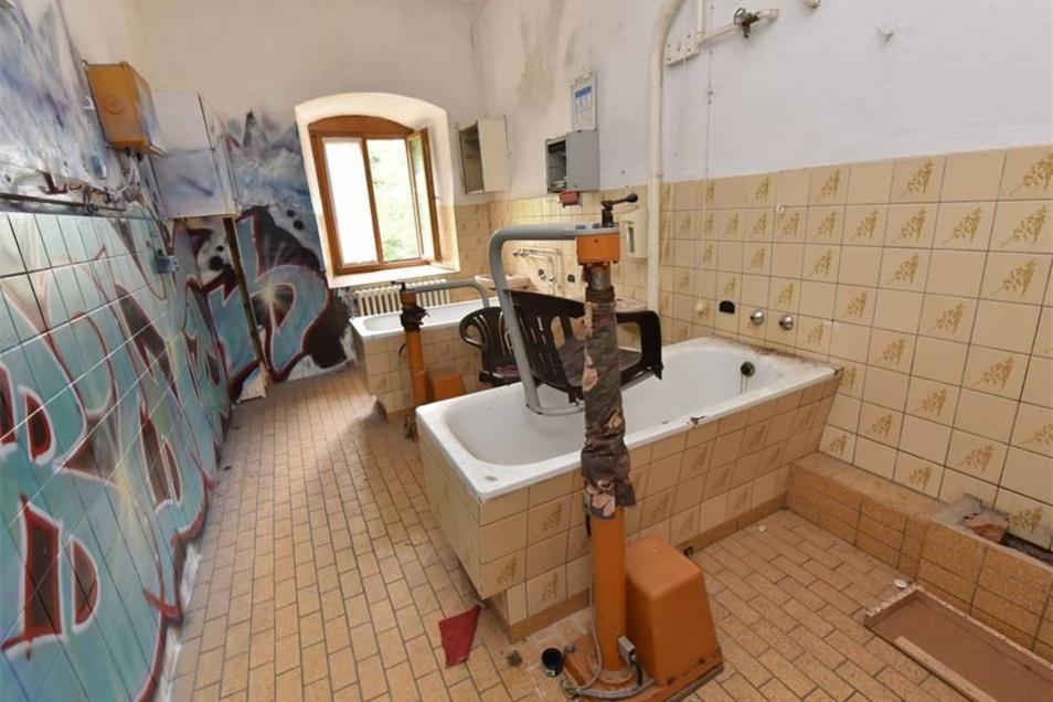 Auch das gehört zur Schlossgeschichte: ein Bad aus der Zeit des Pflegeheims.