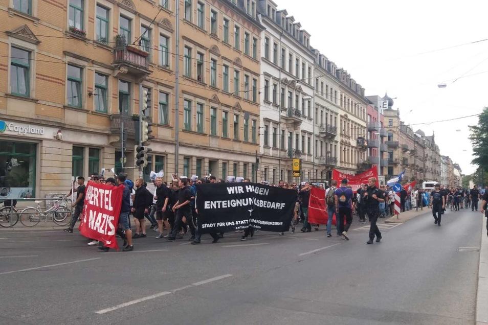 Von der Schauburg über den Alaunpark zog die Menge weiter zur Görlitzer Straße und zum Scheunevorplatz.