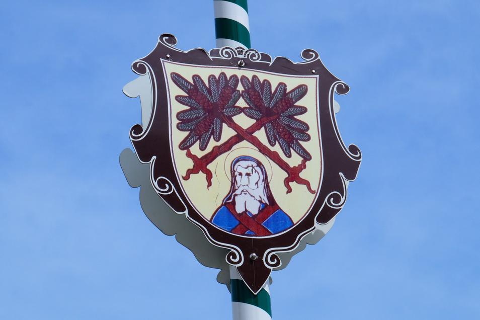 Das Stadtwappen schmückt den Maibaum in Dipps. Aber bei weitem nicht jeder kann das Wappen benutzen.