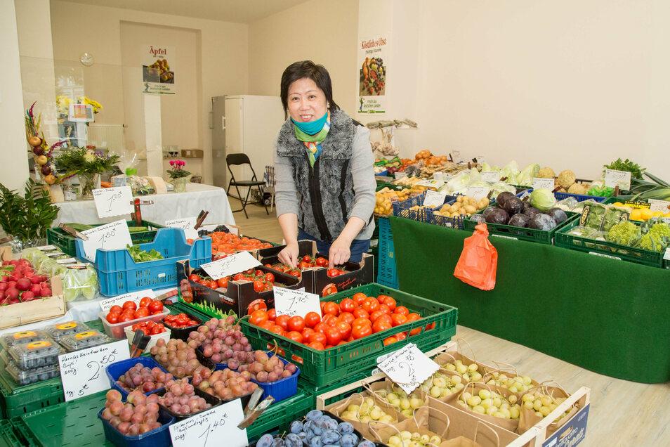 Endlich ein festes Dach über dem Kopf: Kim Nguyen im eigenen Laden auf der Elisabethstraße. Am Dienstag war Eröffnung.