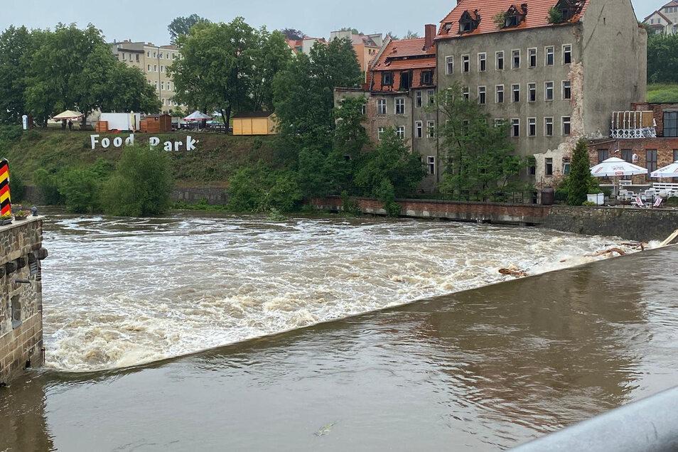 Hochwasser an der Neiße nach Regenfall