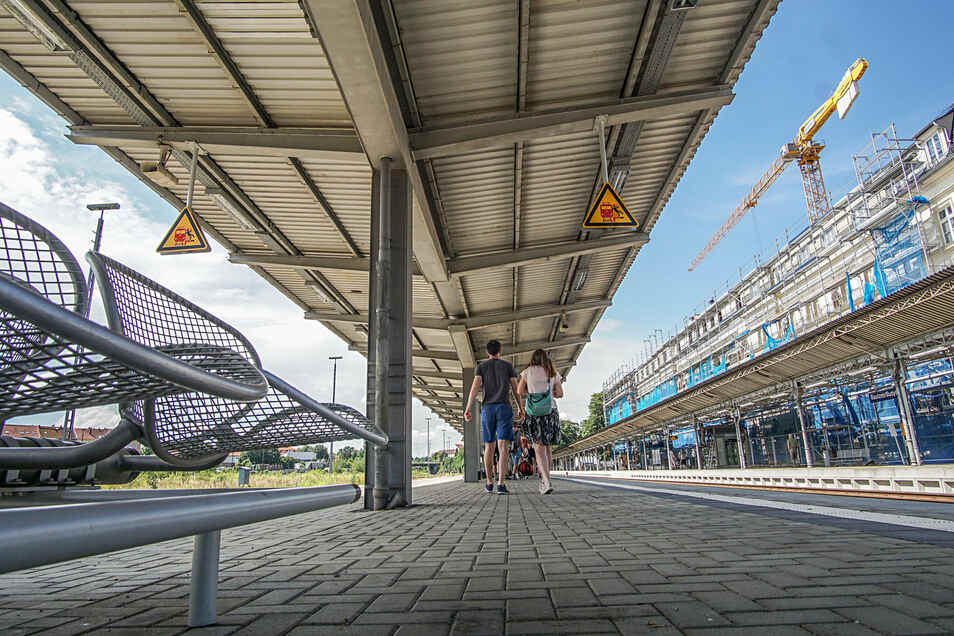 Die Bahnsteige am Bautzener Bahnhof werden mit neuen Sitzmöbeln ausgestattet.