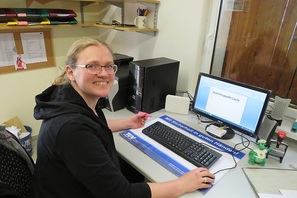 Vereinsvorsitzende Diana Schönig muss derzeit viel vom Schreibtisch aus erledigen.