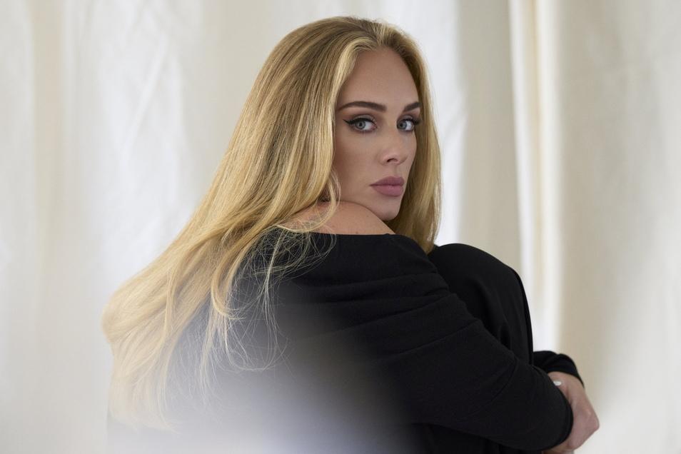 Adele veröffentlicht ihre Comeback-Single Easy On Me- ihren ersten Song seit sechs Jahren.