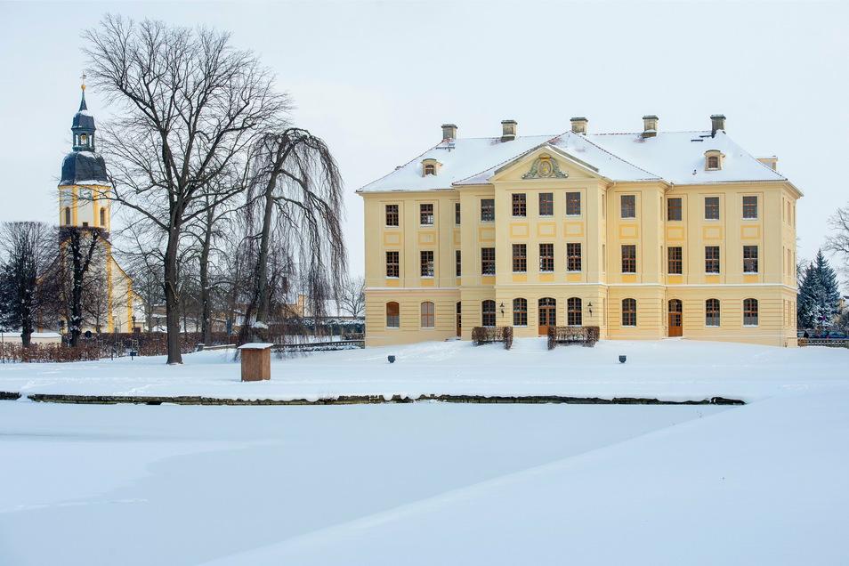 So verlockend die gefrorenen Gewässer in Großenhain oder auch Zabeltitz scheinen mögen: Ob die Eisdicke fürs Schlittschuhlaufen bereits ausreicht, ist fraglich.