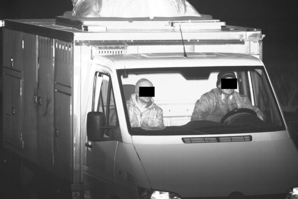 Hochaufgelöster Hähnchenwagendieb: Dank der Videoüberwachung in Görlitz wurde der Mann in Polen verhaftet. Der Transporter wurde in Kiesdorf entwendet.