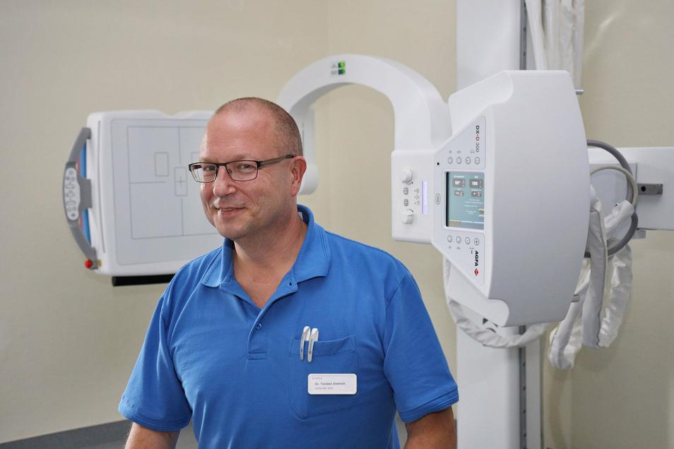 Dr. Torsten Dietrich freut sich über eine neu ausgestattete Praxis in Gröba. Eigentümer ist das Unternehmen Helios, bei dem der Chirurg angestellt ist.