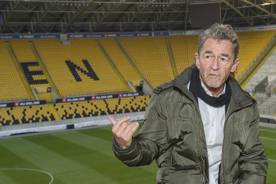 Peter Maffay bei seiner Stippvisite im Rudolf-Harbig-Stadion, wo er im Sommer ein Open-Air-Konzert geben wird.