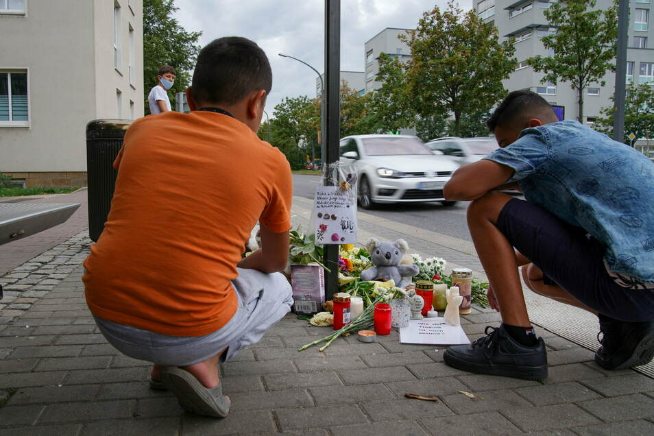 Tiefe Erschütterung unter den Anwohnern der Budapester Straße: Dort kam im Sommer vergangenen Jahres ein syrischer Junge bei einem Autounfall ums Leben.