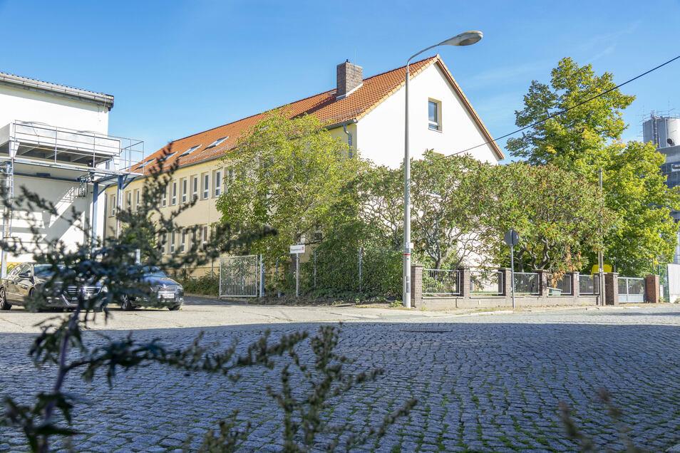 Dieses Gebäude an der Speicherstraße soll die Wohnungsgesellschaft Riesa (WGR) ausbauen. Problematisch ist aber ...