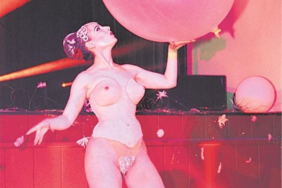Einen Hauch von Nichts trug Burlesque-Tänzerin Koko la Douce bei ihrem frivolen Auftritt. Dieser hatte jedoch kaum begonnen, da war er schon wieder vorbei.