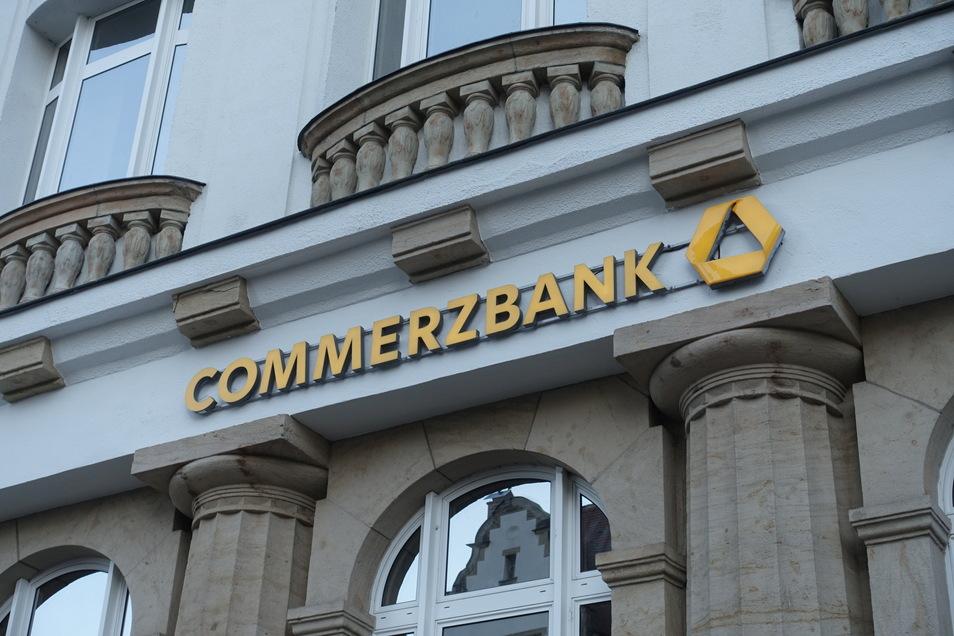 Die Commerzbank dünnt ihr Filialnetz aus. In Mittelsachsen sind zwei Standorte von der Schließung betroffen.