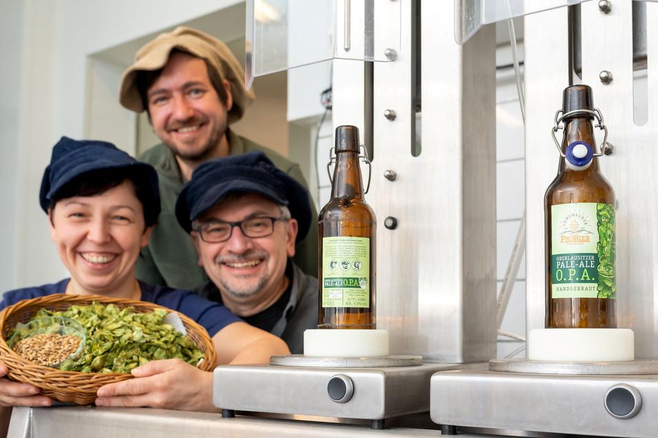 Von Hobbybrauern zu Unternehmern: Nicole Kocksch, Frank Walther und Maik Richter (.v.l.) haben in Cunewalde den Schritt gewagt - Corona zum Trotz.