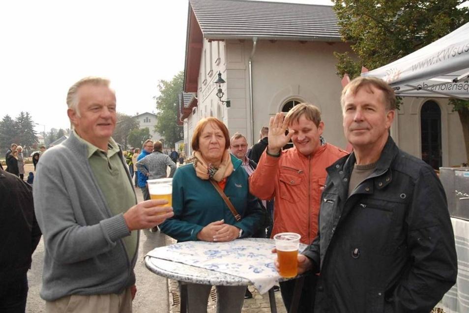 ...diese Gäste aus Strahwalde, die sich allerdings bereits vor Eröffnung bei einem Bier die Zeit vertrieben.