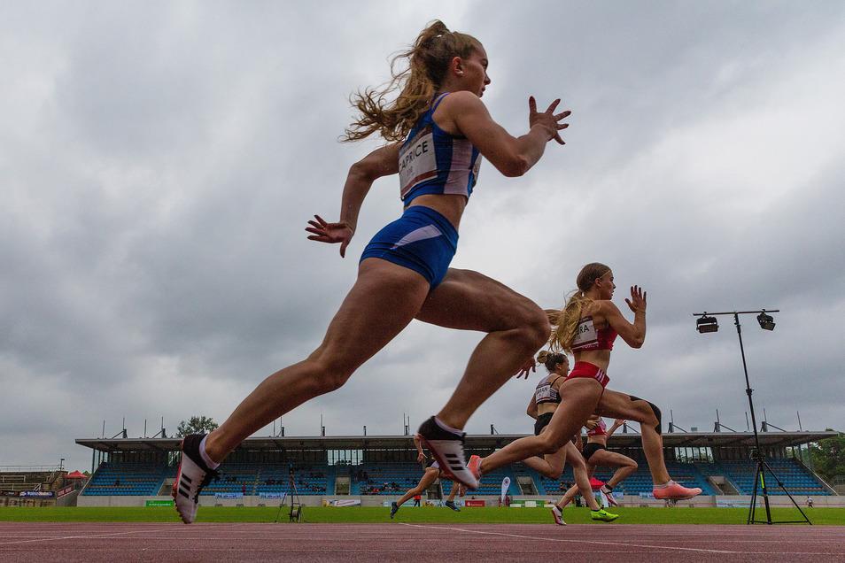 Der Himmel hing voller Wolken, es nieselte, trotzdem gab es spannende Sprintrennen.