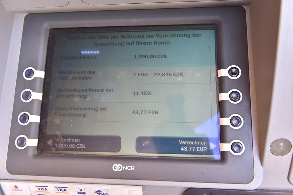 Die Erfahrungen zeigen: Es ist günstiger, 1.000 Kronen zu verrechnen. In diesem Fall würde man dafür nur etwas mehr als 39 Euro zahlen - statt 43,77 wie es hier angeboten wird.
