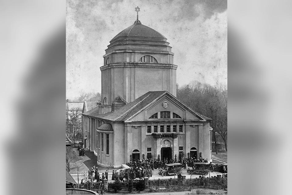 Diese Aufnahme von 1911 zeigt die Görlitzer Synagoge zu ihrer Eröffnung mit Davidstern auf der Kuppel.