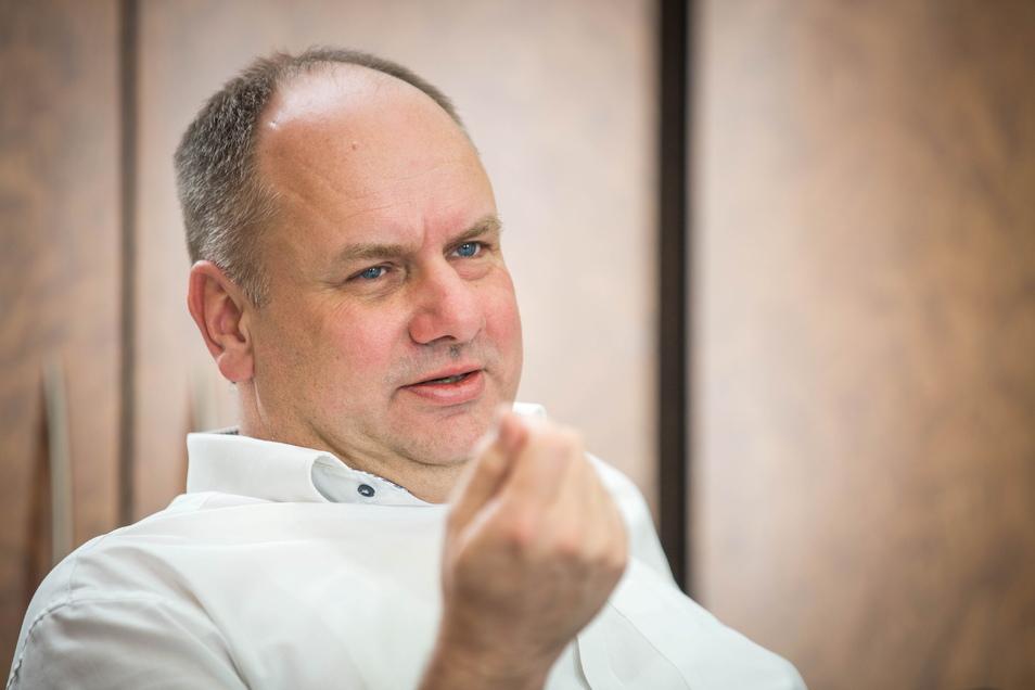 Oberbürgermeister Dirk Hilbert hält die Pläne für die Schließung der Impfzentren für unausgegoren.