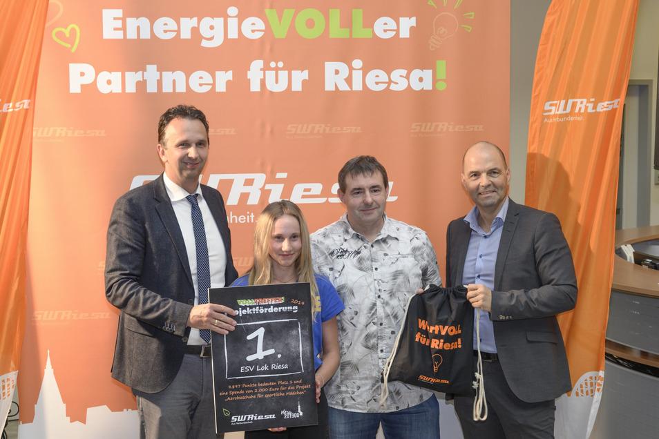 Die Abteilung Aerobic vom ESV Lok Riesa kommt bei der Stadtwerke-Aktion auf Platz 1 - und erhält so den Hauptpreis in Höhe von 2.000 Euro.