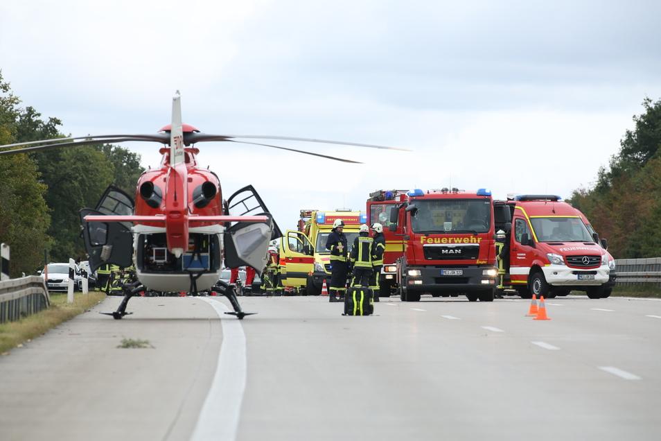 Kurz nach Wilsdruff stießen am Stauende einer Baustelle 4 Pkw zusammen.