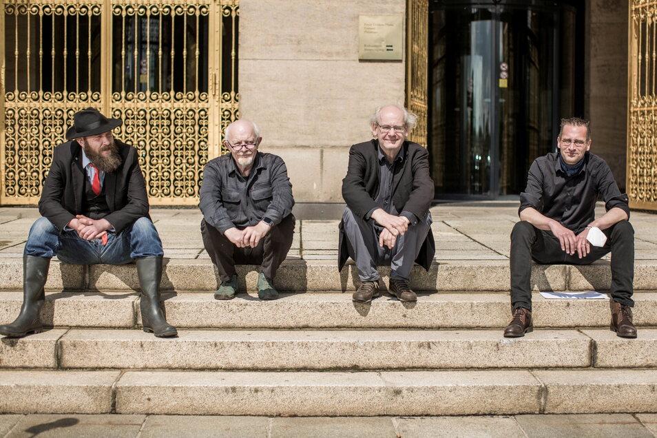 Max Aschenbach, Michael Schmelich, Johannes Lichdi und Martin Schulte-Wissermann (v.l.) bilden die neue Dissidenten-Fraktion im Dresdner Stadtrat.