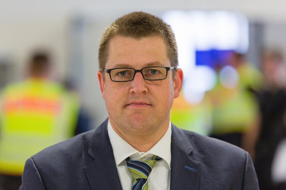 Markus Pfau (37) ist Chefermittler der Bundespolizei im Bereich Organisierte Kriminalität. Er ermittelt in Sachsen, Sachsen-Anhalt und Thüringen gegen Schleuser und Banden.