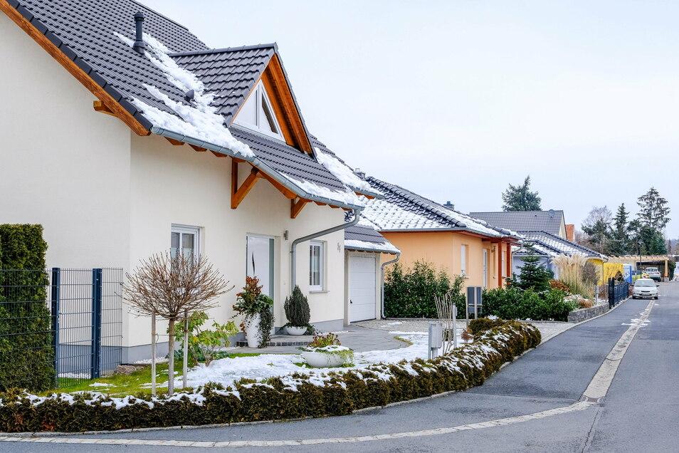 Auf dem Gelände der ehemaligen Gärtnerei Göpfert an der Reichstraße, des ehemaligen Schulgartens und von Kleingärten sind inzwischen 27 Einfamilienhäuser und ein Doppelhaus entstanden.