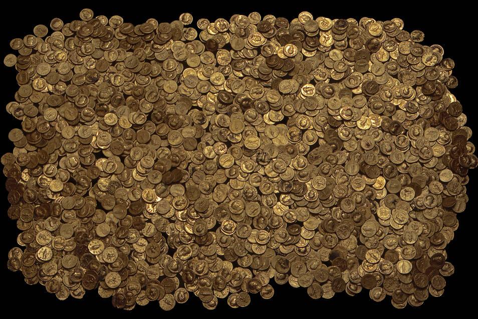 2.518 römische Münzen gehören zum legendären Goldschatz von Trier. Er schlummerte fast 1.800 Jahre unter einem antiken Kellergewölbe.