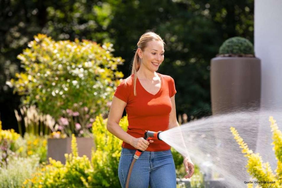 Regenwasser aus einer hauseigenen Zisterne ist optimal für die Gartenbewässerung. Es ist nicht nur kostenlos, sondern auch kalkfrei.