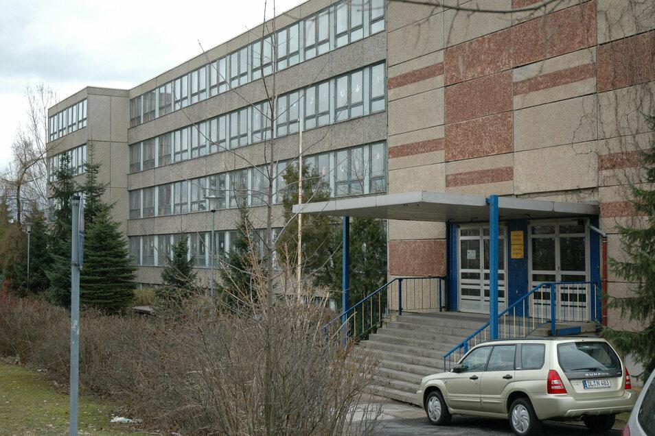 Das Foto der Grundschule am Holländer entstand im März 2006.