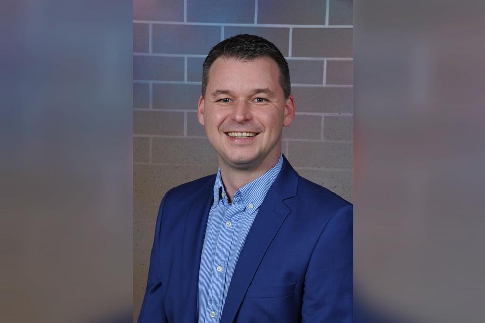 Daniel Schädlich: 36 Jahre, ledig, keine Kinder, Betriebswirt, arbeitet derzeit als Assistenz der Geschäftsleitung bei der Mineral- und Rohstoff GmbH.