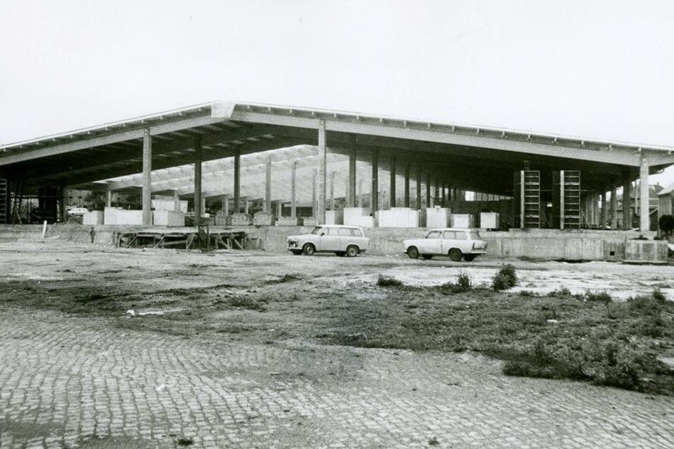 Auf der Fläche wurde das Kaufhaus gebaut und 1991 eröffnet.